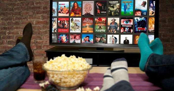 Espectador viendo Netflix