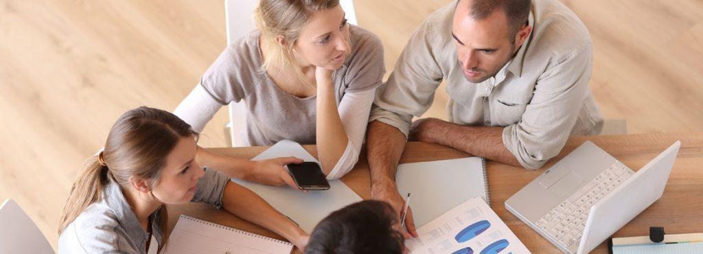 Fotografía de una clase en inglés para el sector empresarial