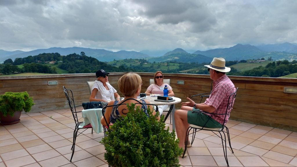 Conversación en inglés en la terraza del Palacio de Rubianes